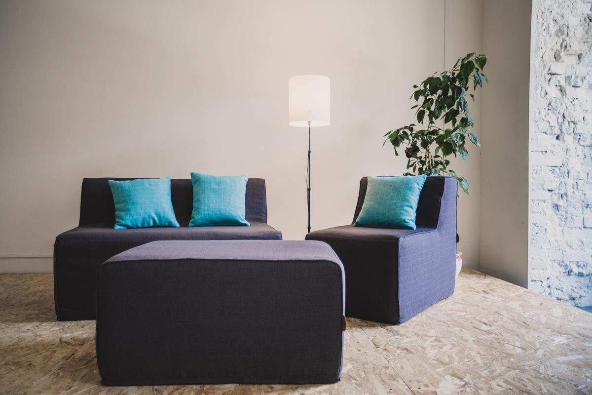 Бескаркасный диван с креслом