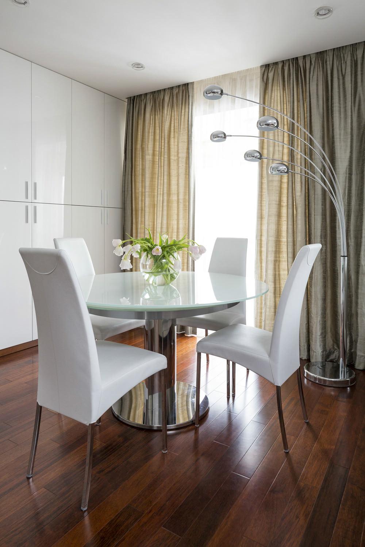 Круглый металлический стол