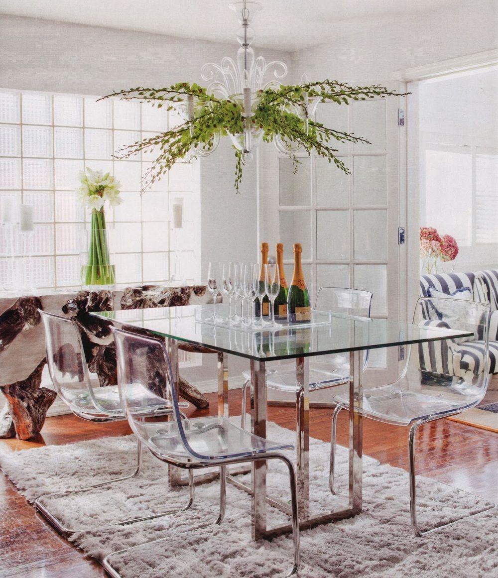 Металлический стол на кухне