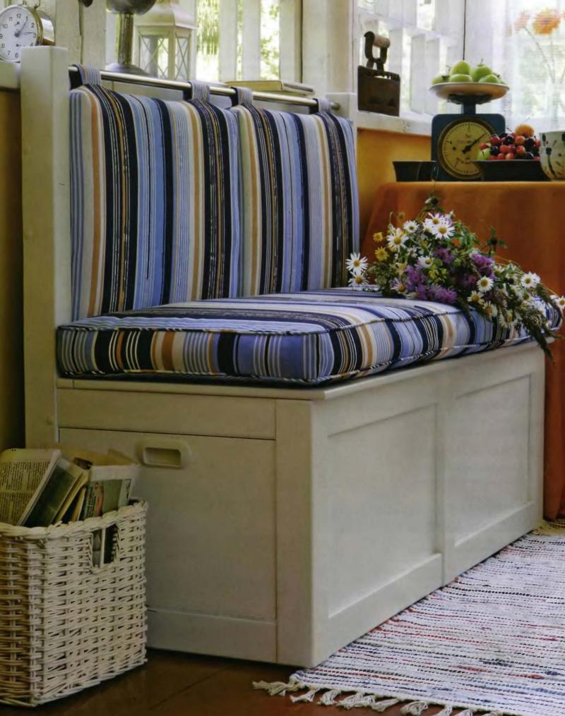 Кухонный диван из дерева