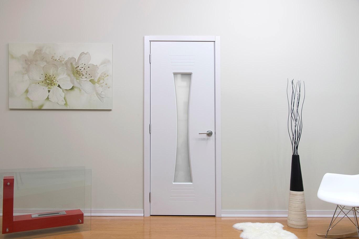 Ламинированная дверь под ясень
