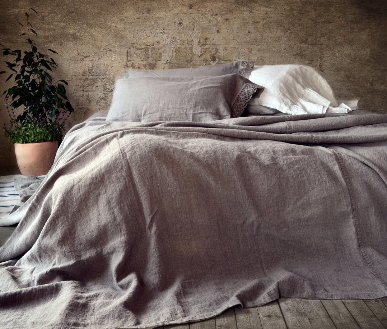 Льняное покрывало на кровать