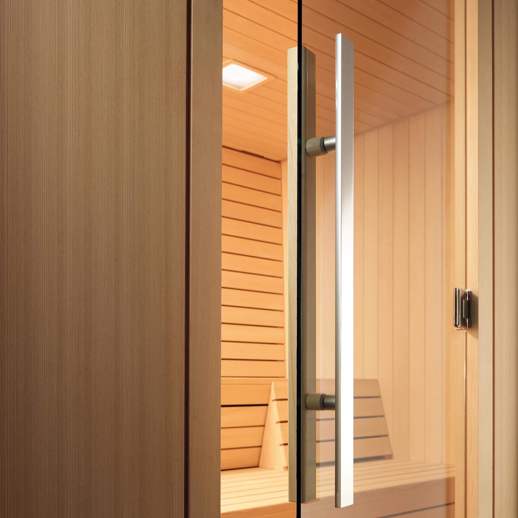 Дверь для сауны с металлической ручкой