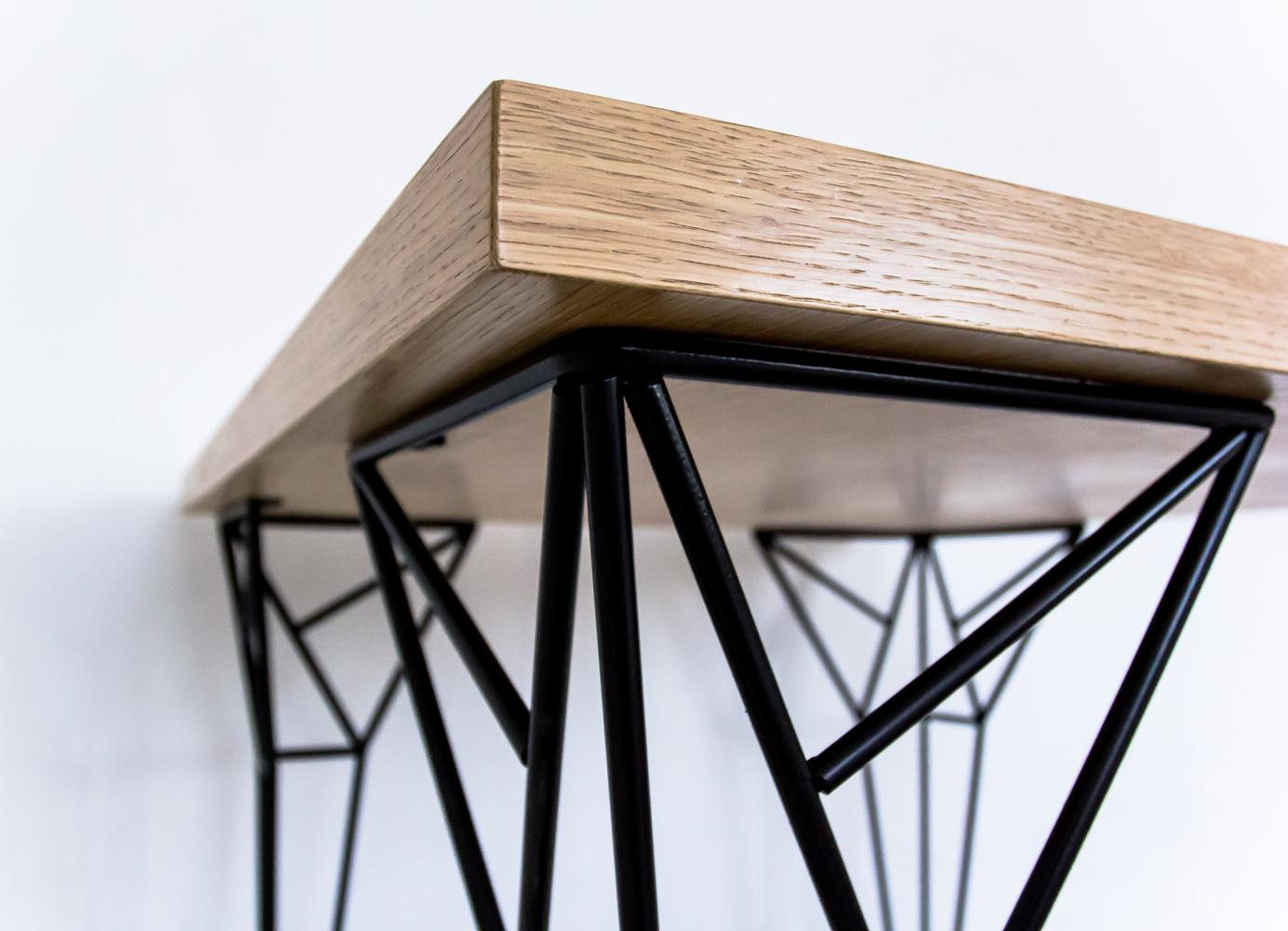 Металлический стол в стиле минимализм