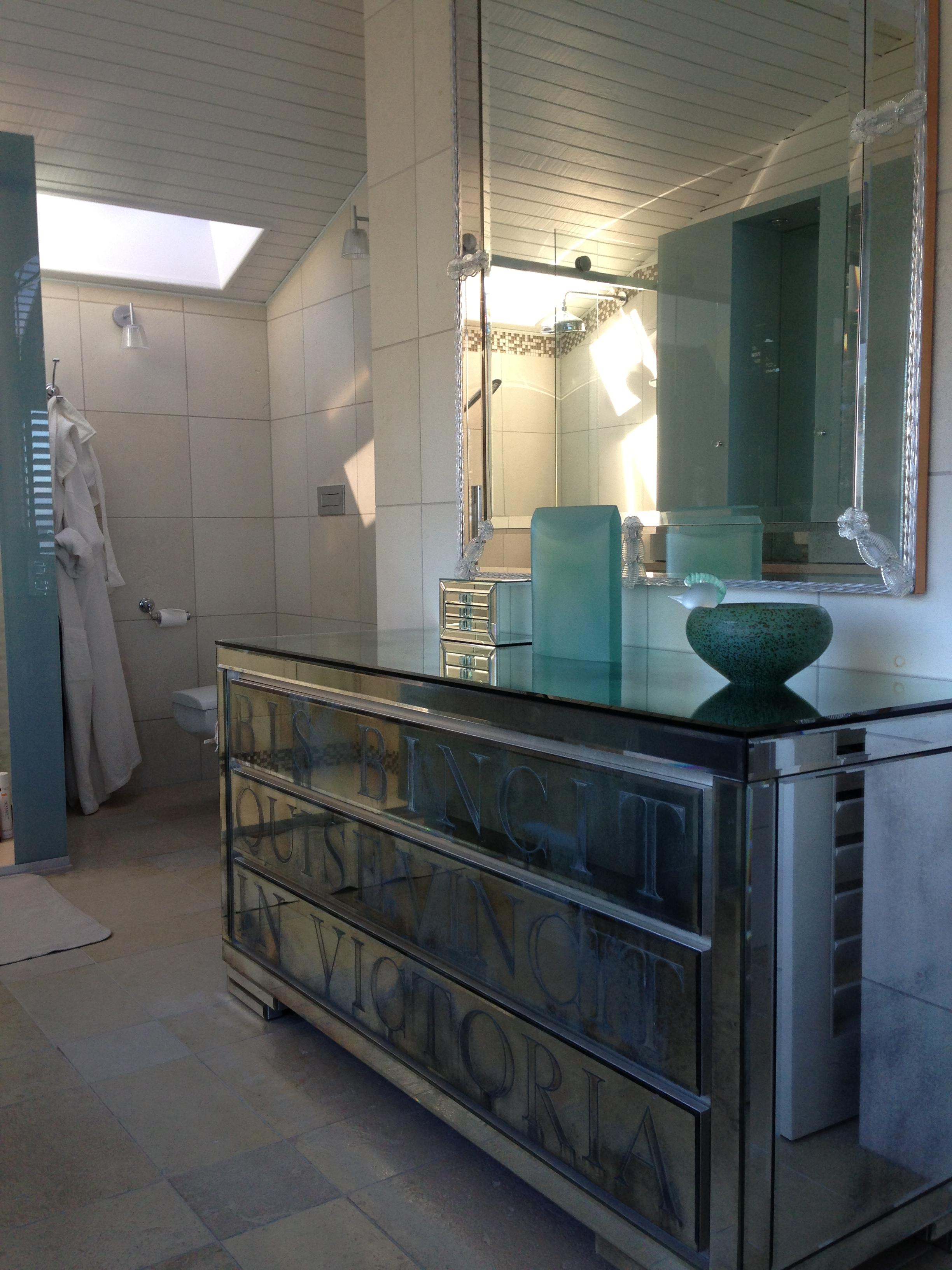 Комод в ванную в стиле модерн