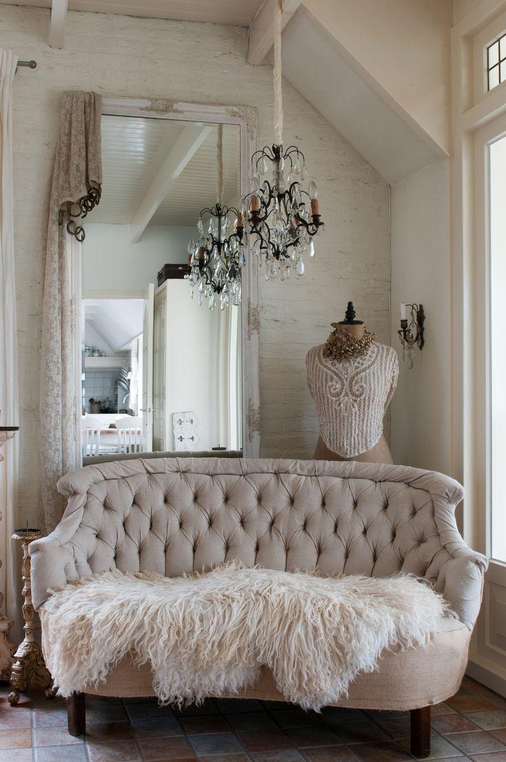 Французский диван в стиле модерн
