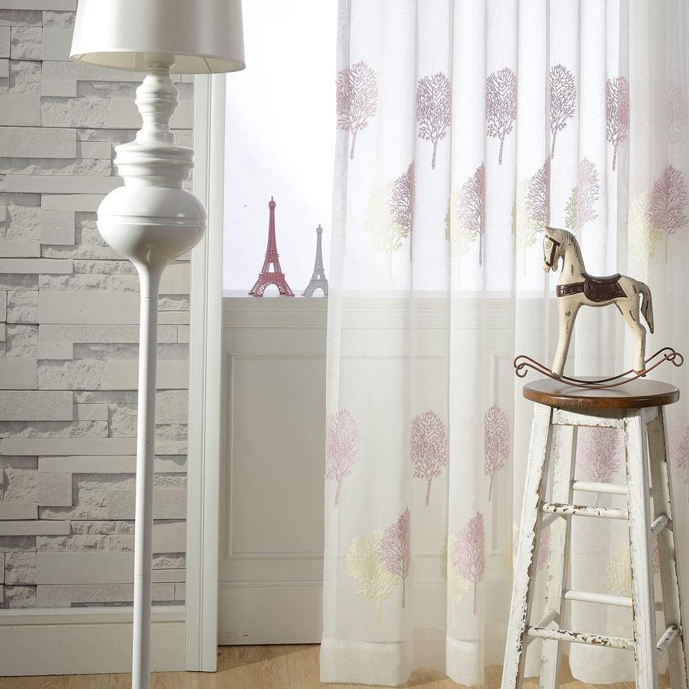 Тюль в гостиной в стиле модерн