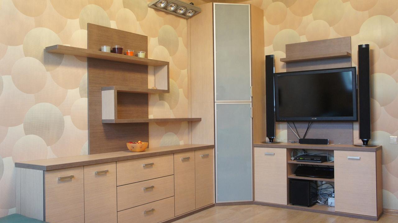 Угловая стенка в стиле модерн в гостиную