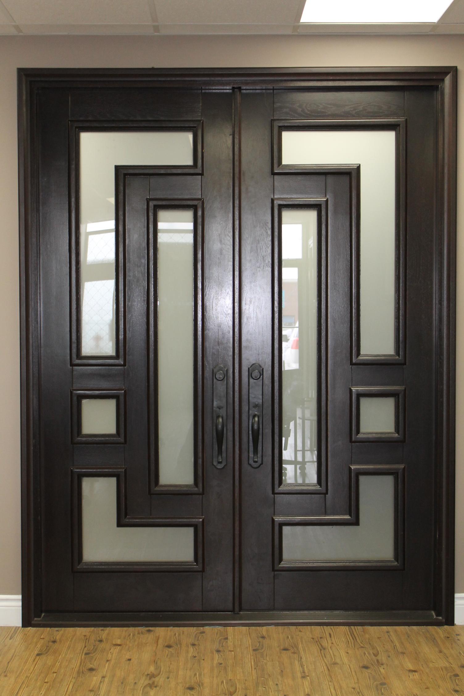 Двустворчатая дверь в стиле модерн