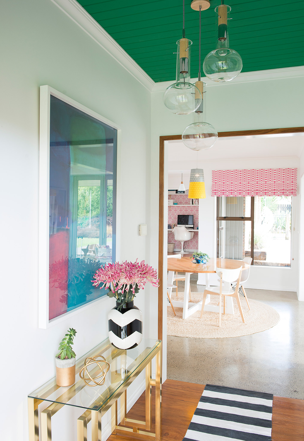Зеленый потолок в стиле модерн