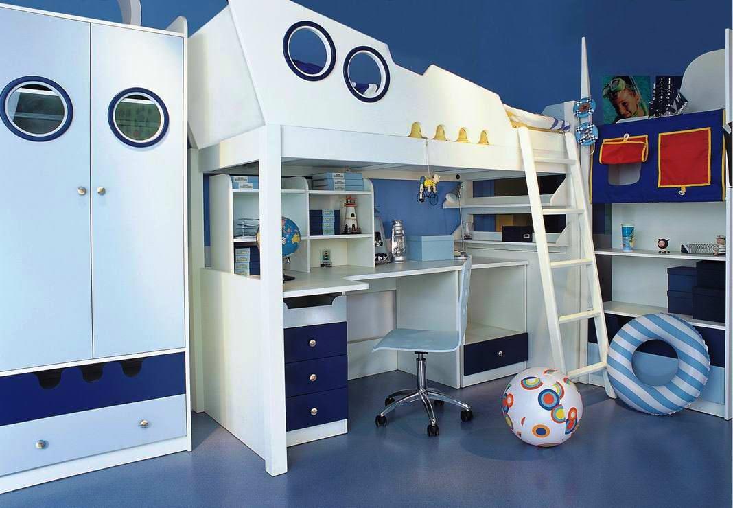 Синяя кровать-чердак в детской комнате: особенности композиции (21 фото)