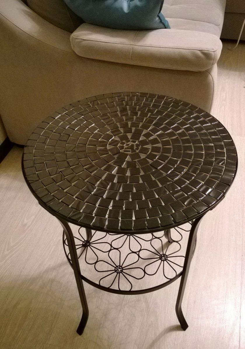 Металлический столик с мозаикой