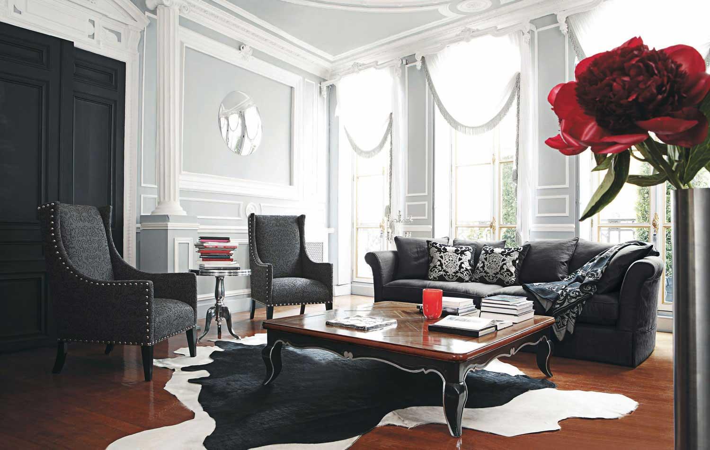 Черный диван в стиле неоклассики