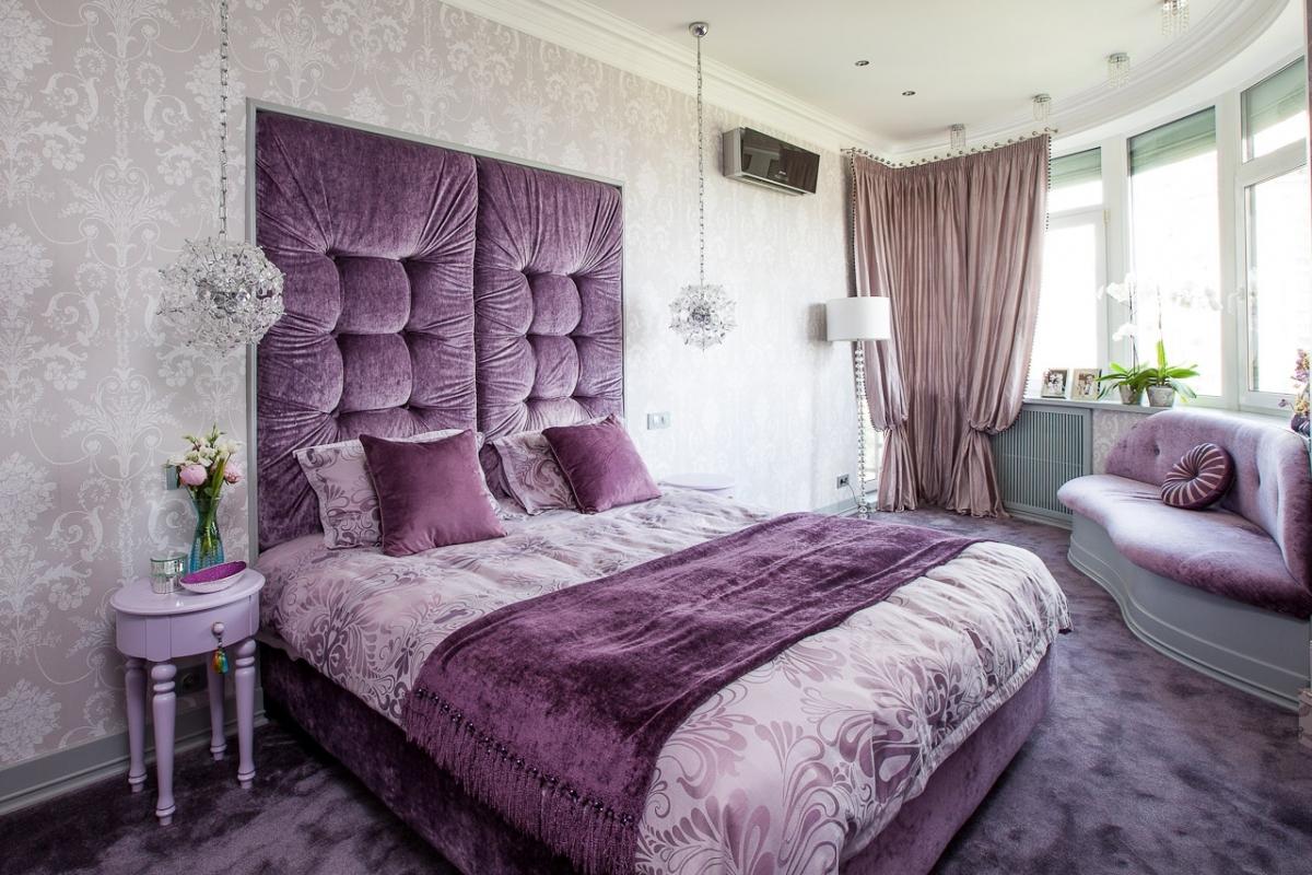 Сиреневая спальня в стиле неоклассики