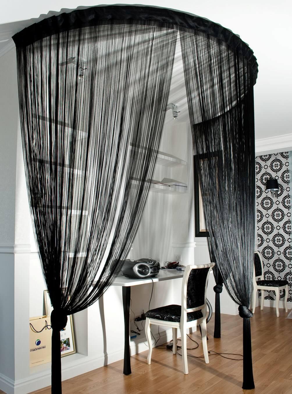 Черные нитяные шторы