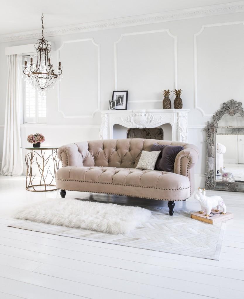 Французский диван с каретной обивкой