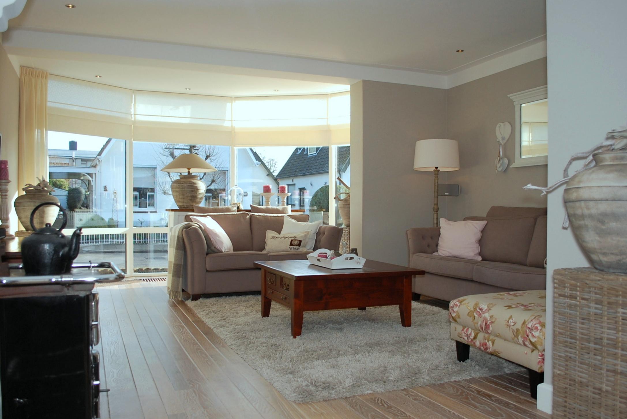 Гостиная с панорамным эркером