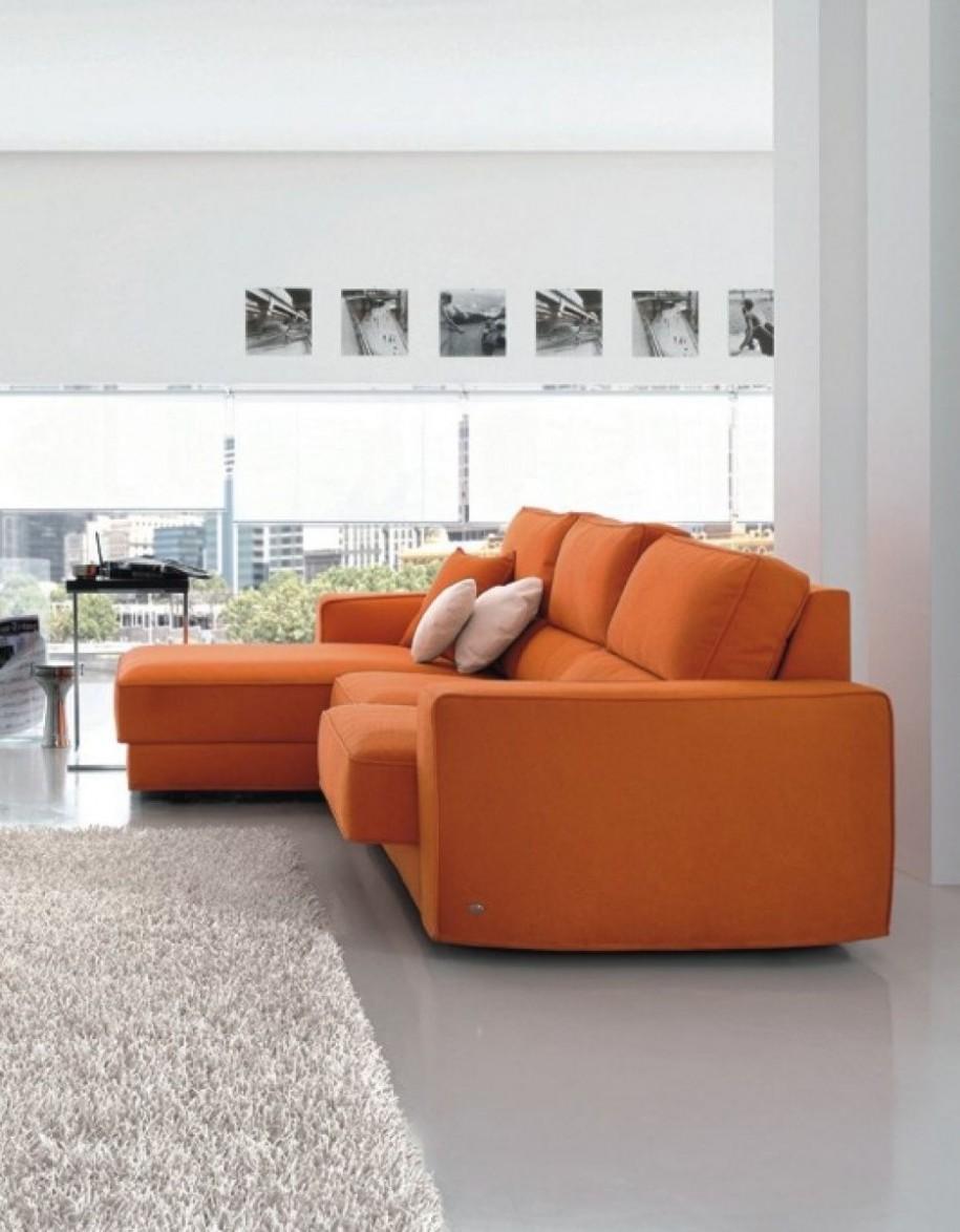 Оранжевый раскладной диван