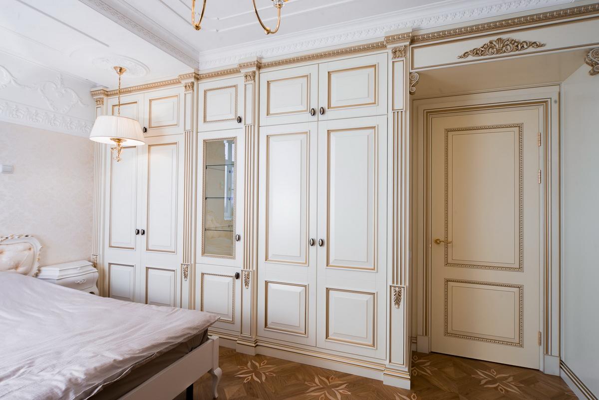 Классическая дверь с патиной