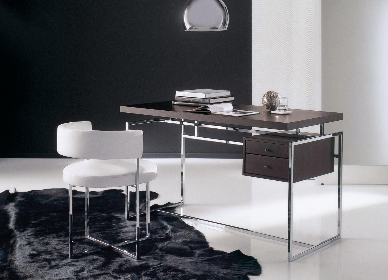 Письменный металлический стол