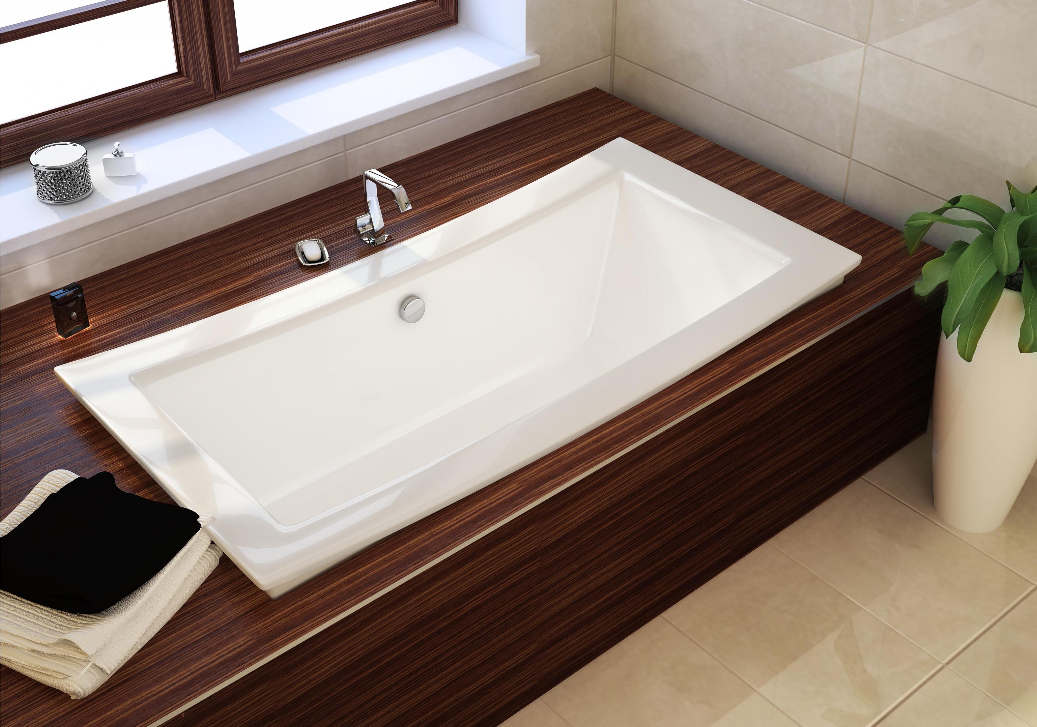 Прямоугольная ванна, встроенная в подиум