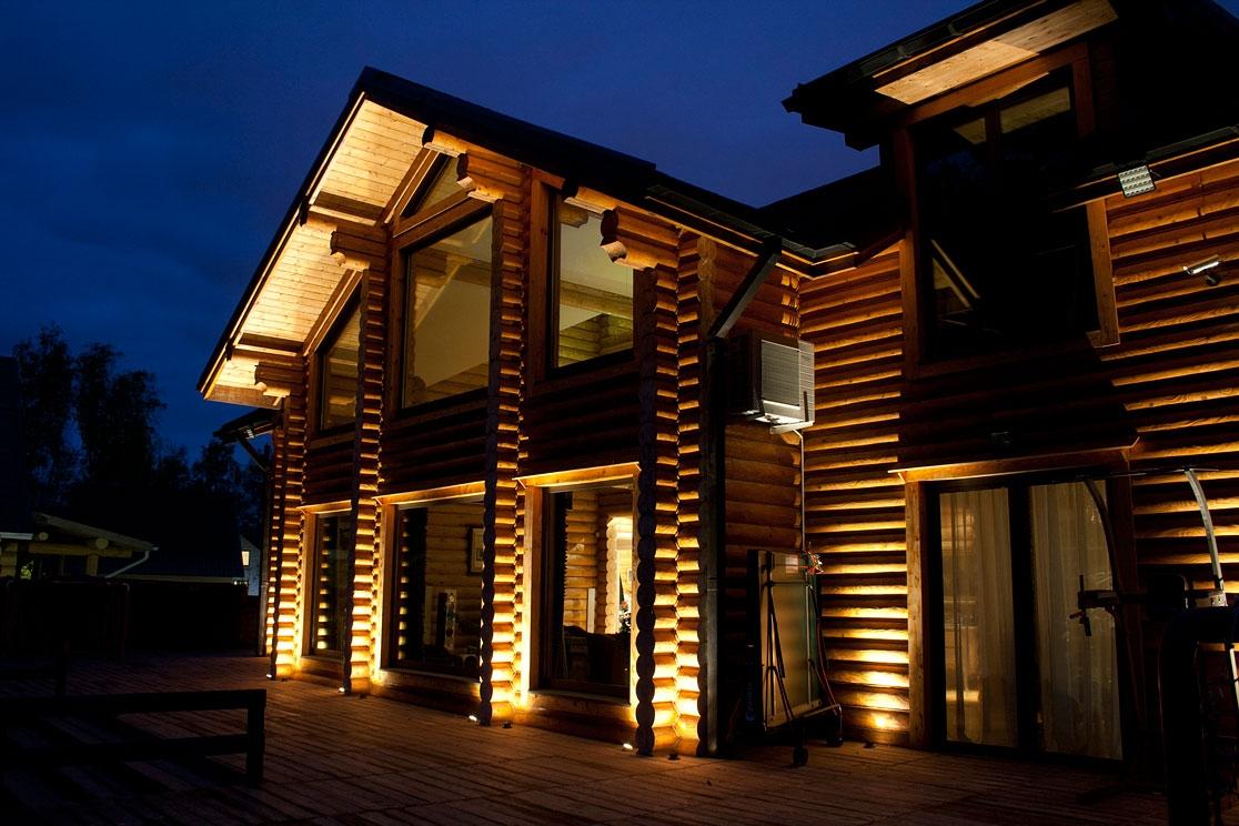 Проект дома из бревна с подсветкой