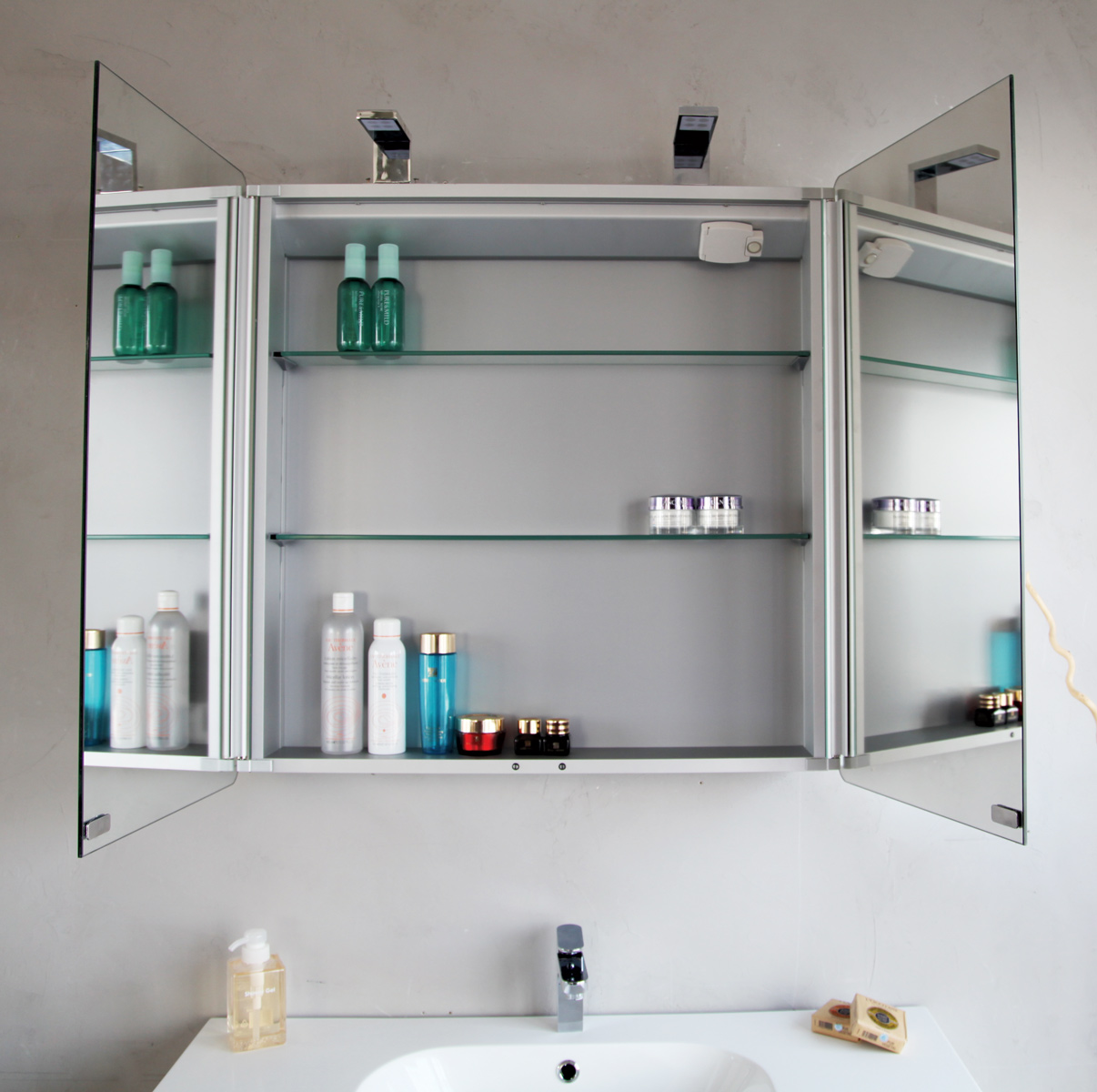Подвесной шкаф для ванной