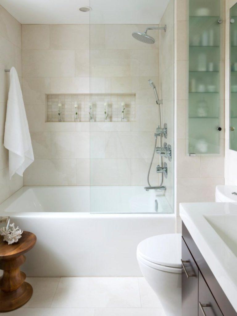 Шкаф со стеклянными полочками для ванной