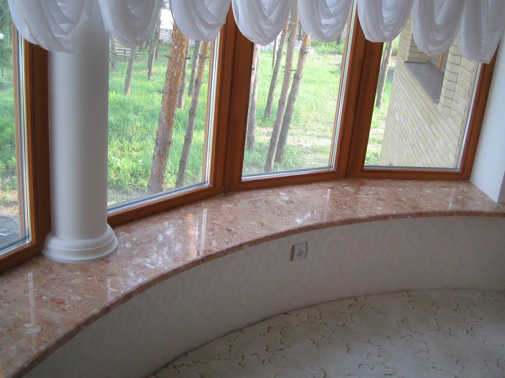 Полукруглый бетонный подоконник под мрамор