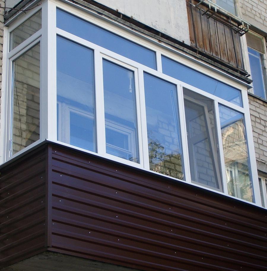 Отделка балкона профнастиломОтделка балкона профнастилом