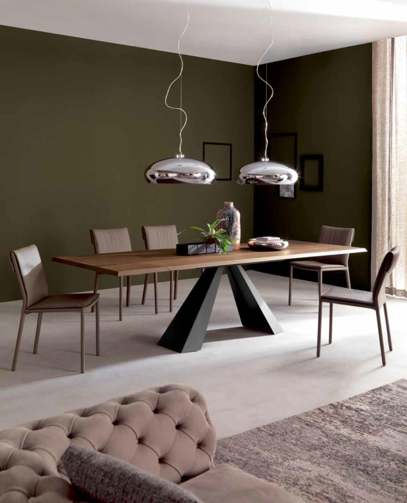 Прямоугольный стол из металла