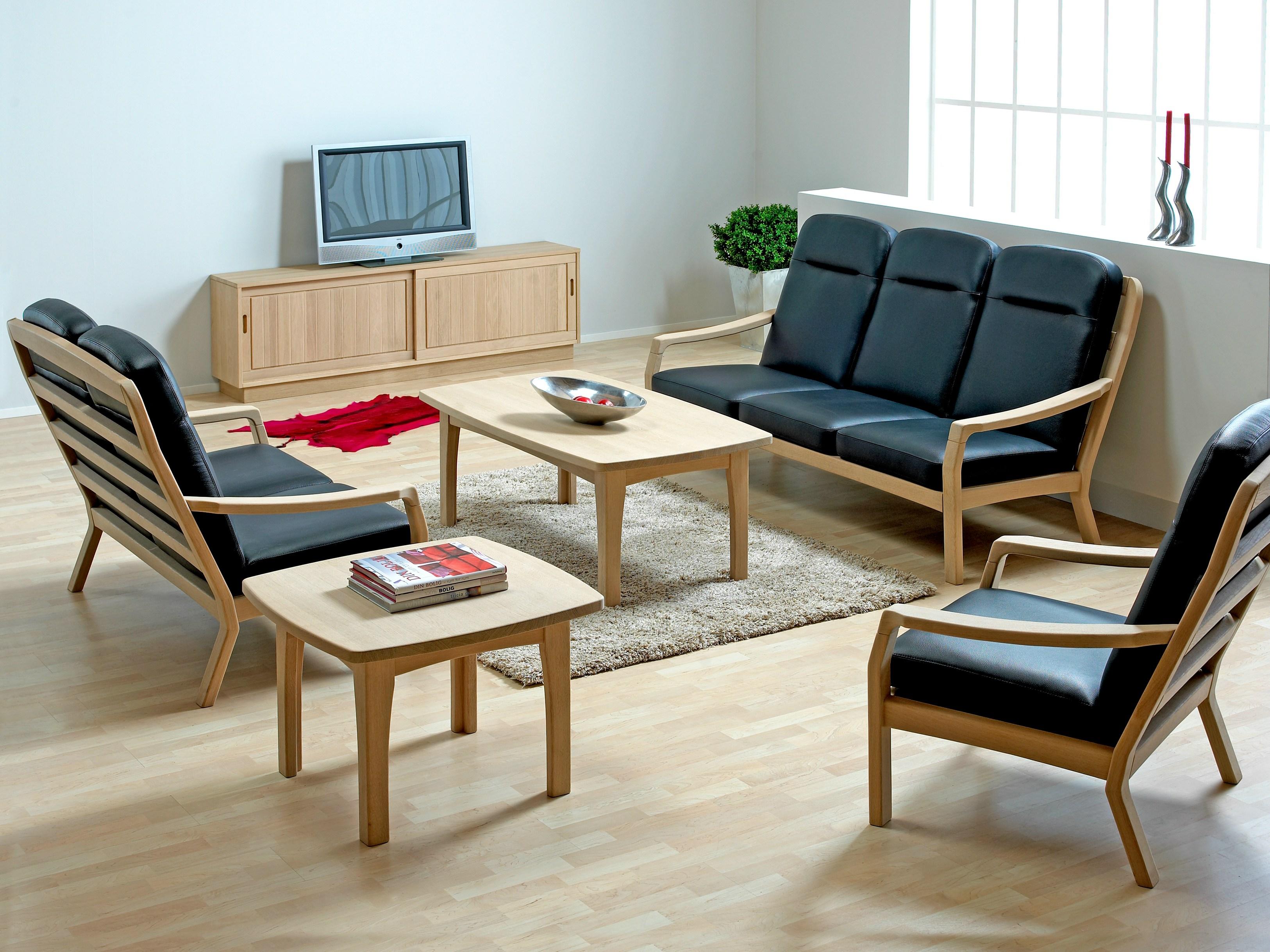Деревянный диван в стиле ретро