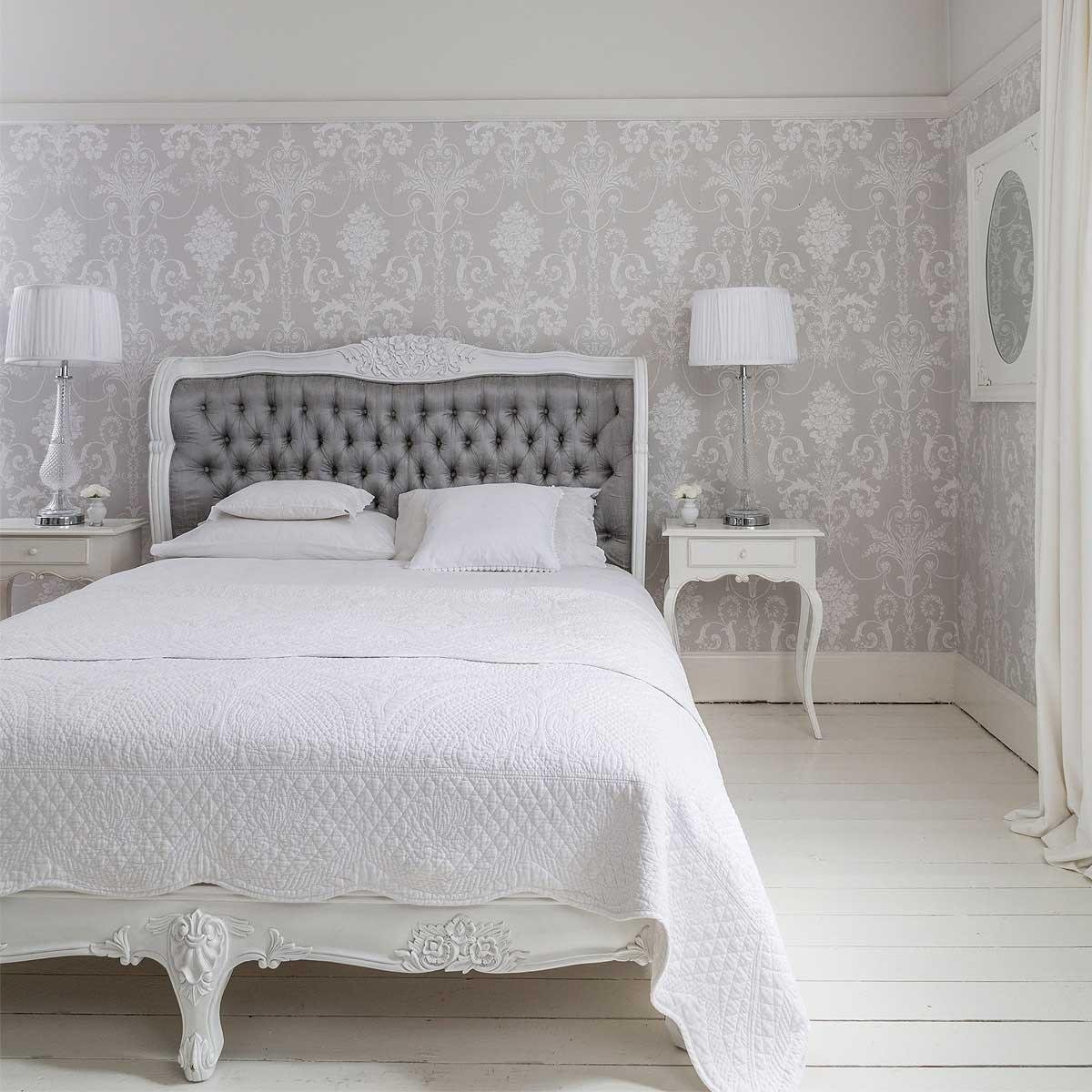 Белая резная кровать
