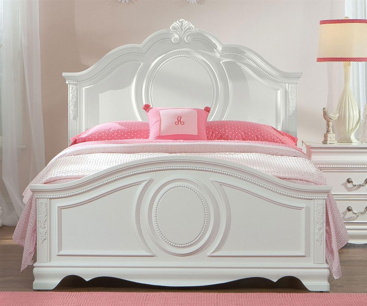 Резная кровать для девочки