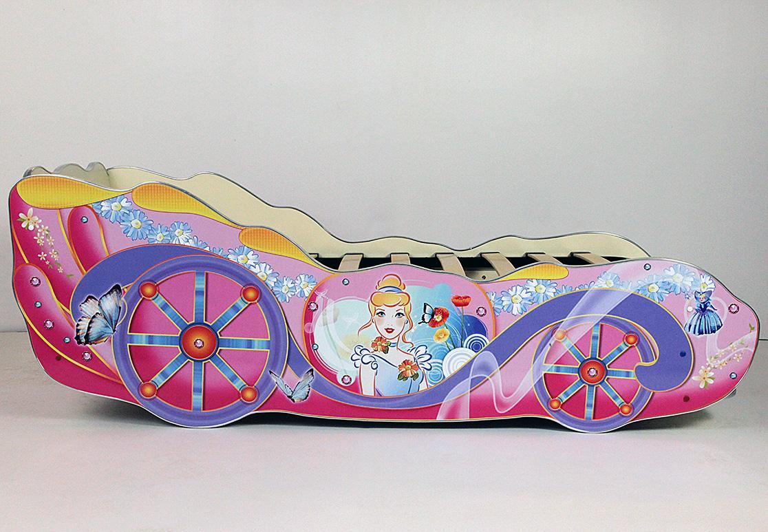 Кровать-карета с рисунком