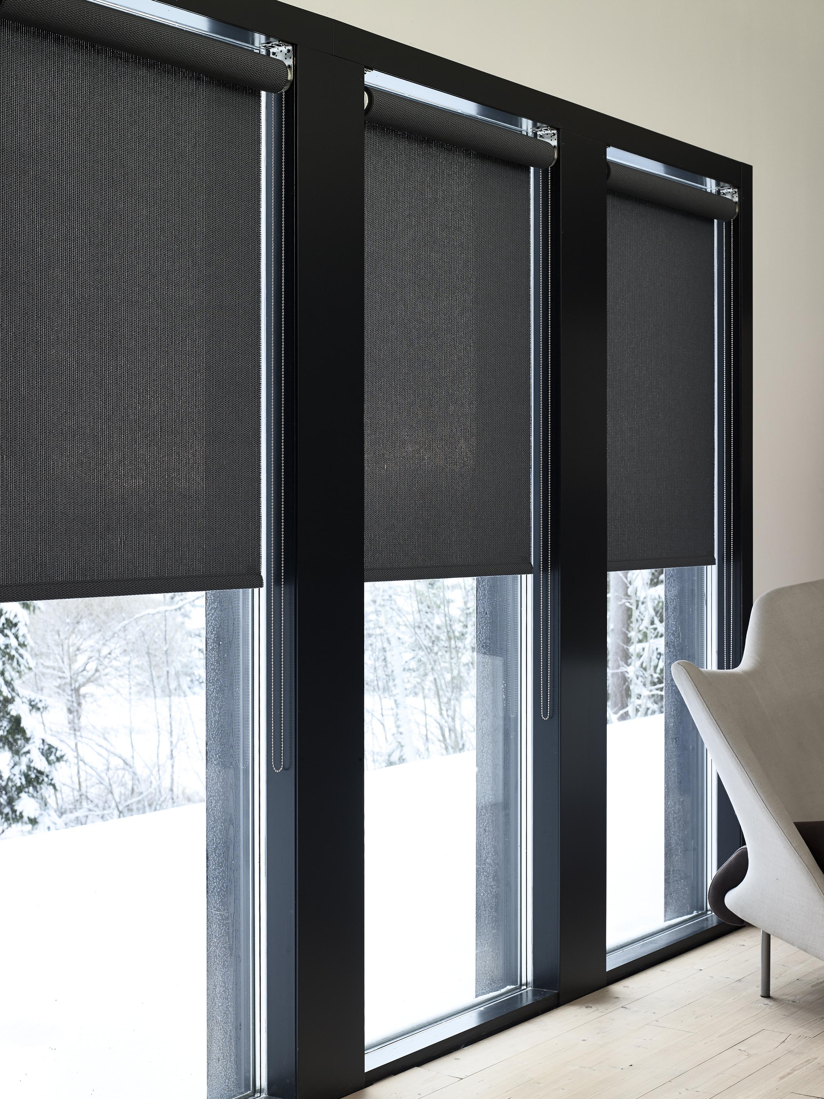 Черные шторы на французских окнах