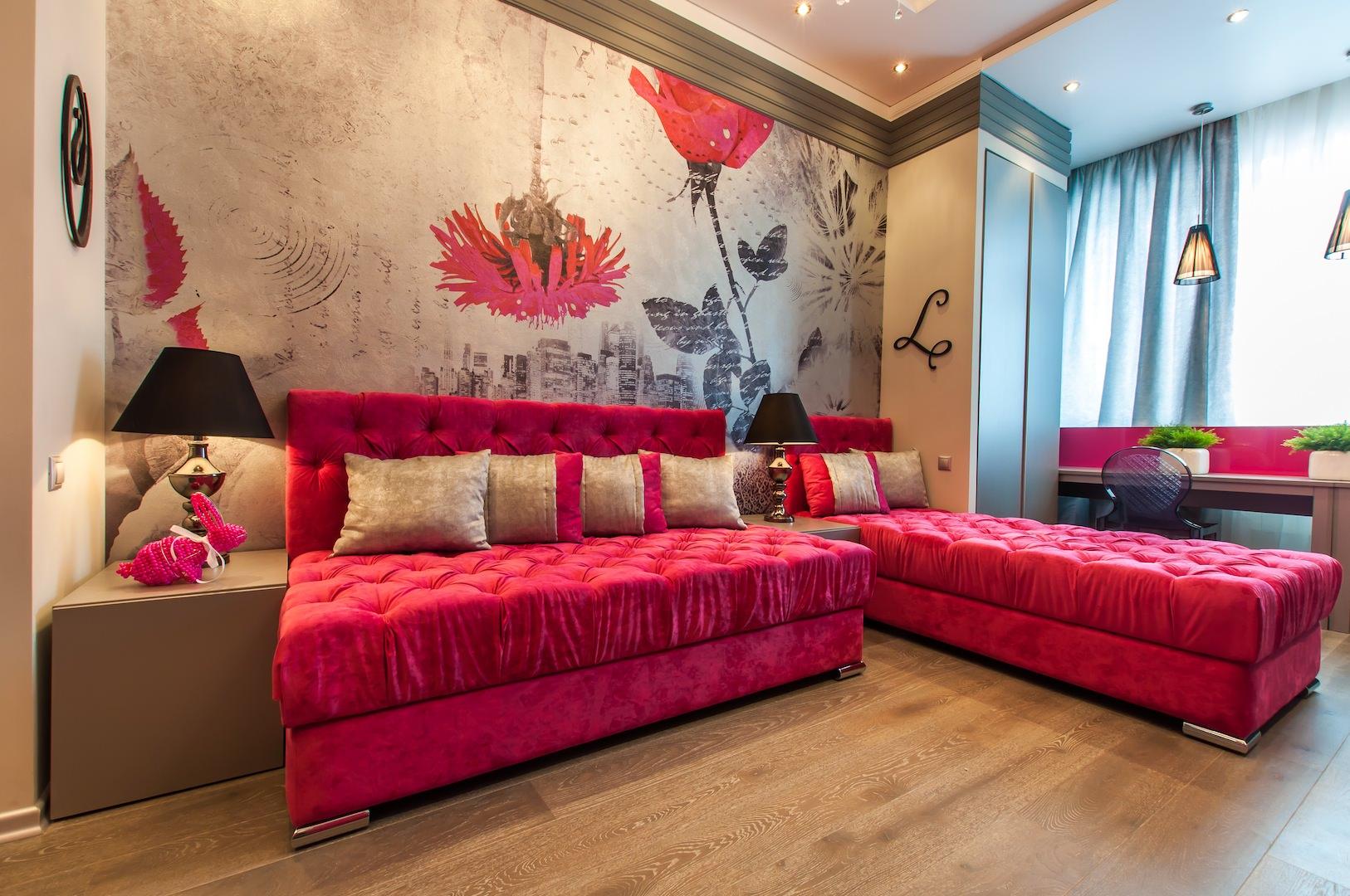 Розовый диван без подлокотников