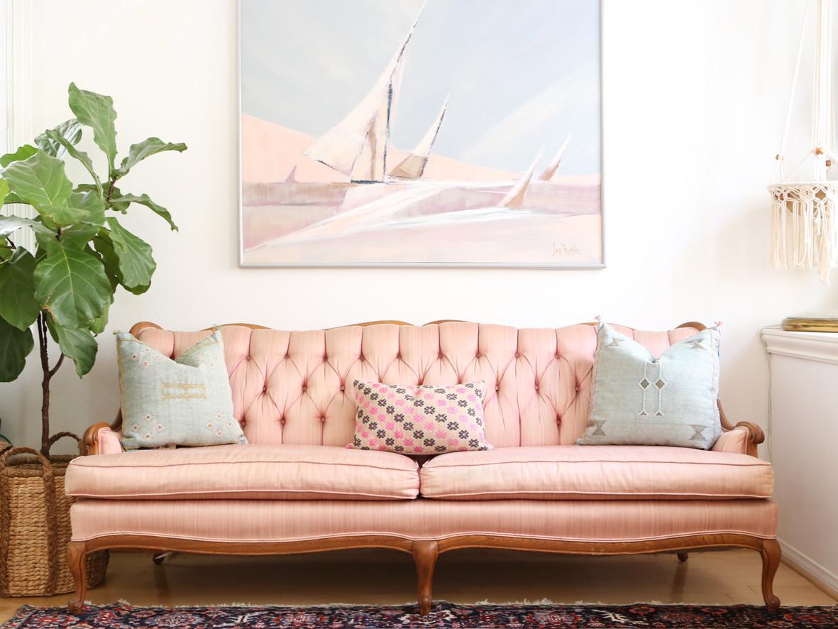 Французский розовый диван