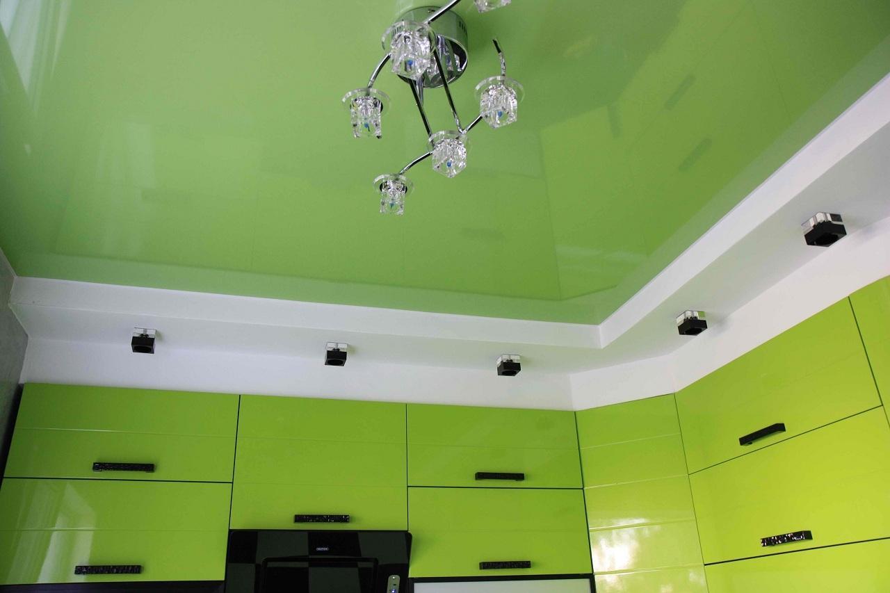 Салатовый потолок в интерьере