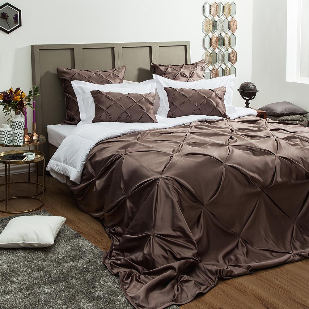 Сатиновое покрывало на кровать