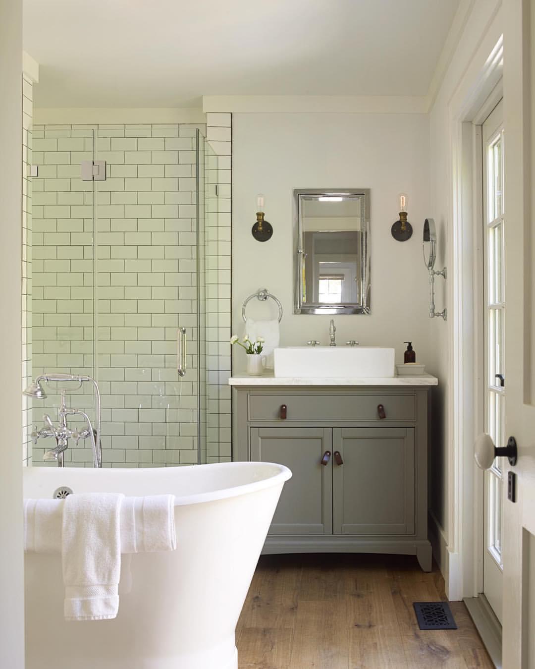 Серый комод в ванную