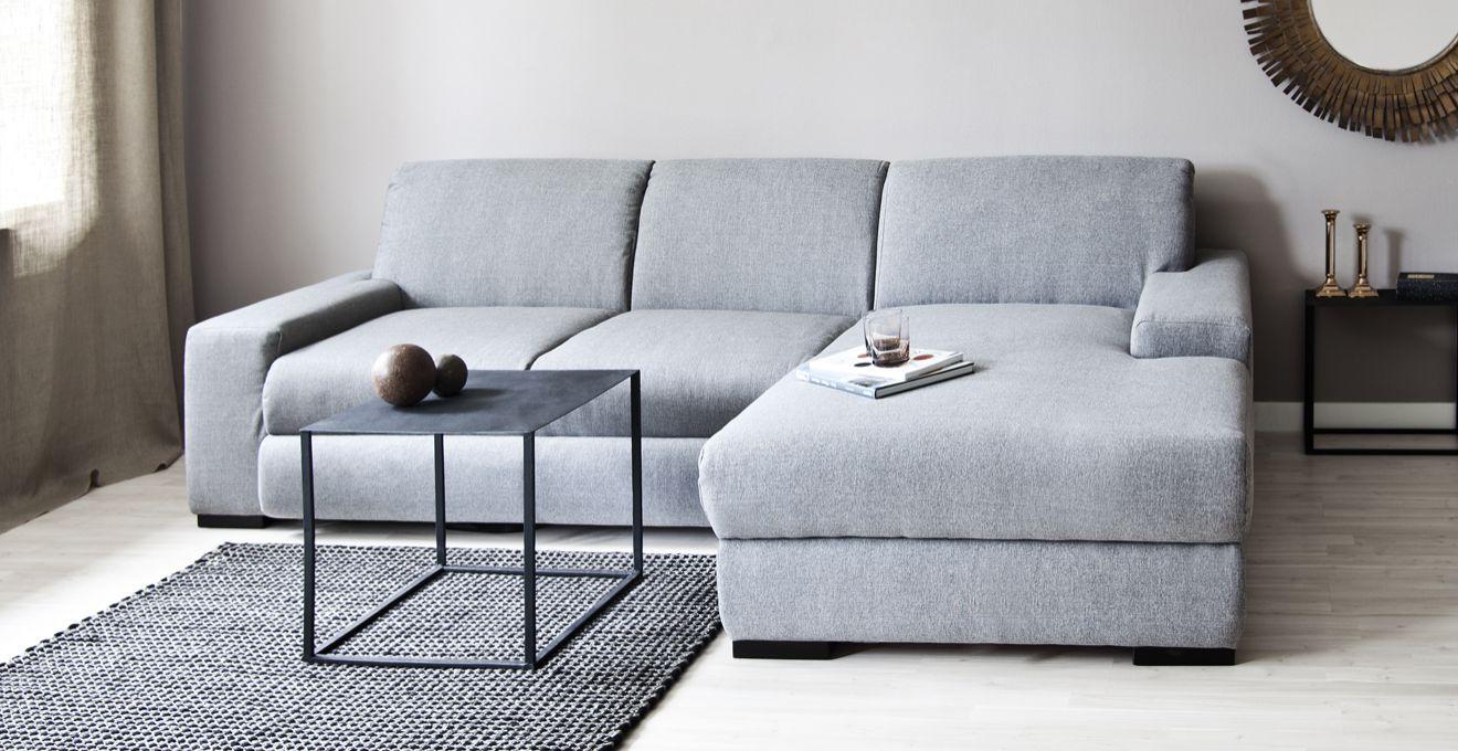 Выкатной серый диван