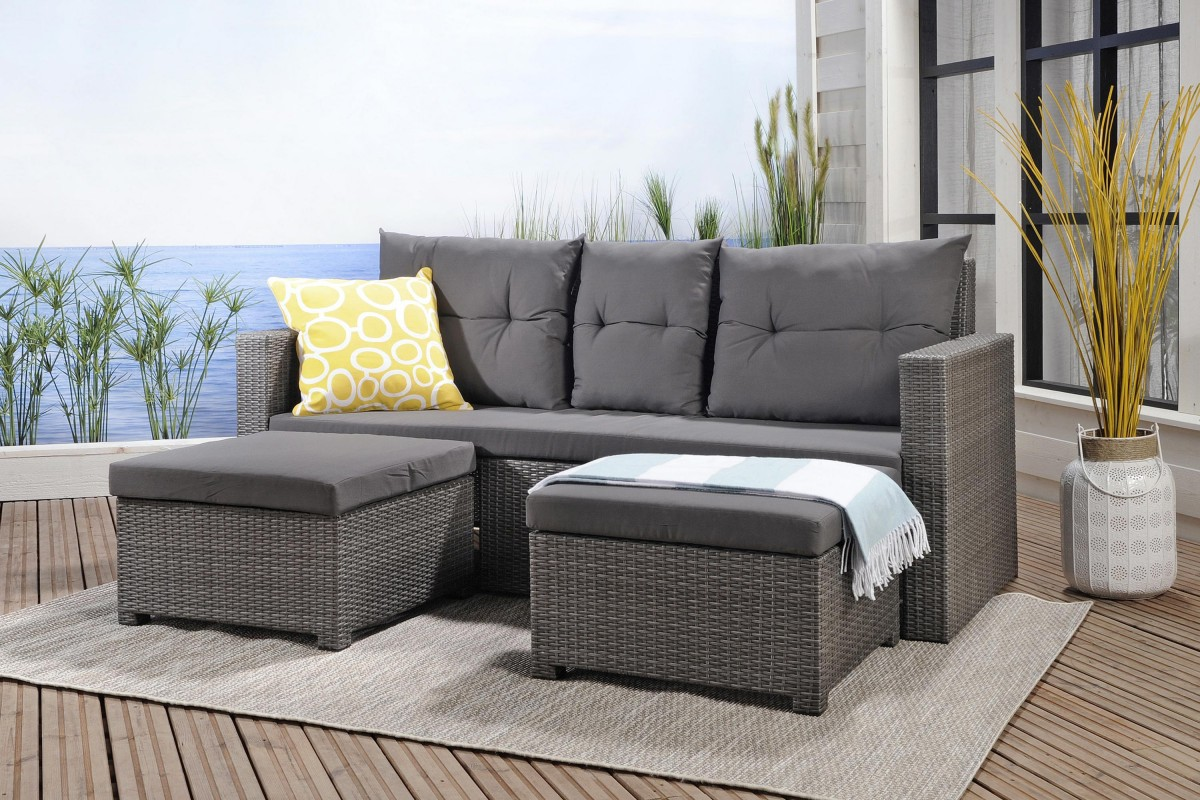 Серый диван из ротанга