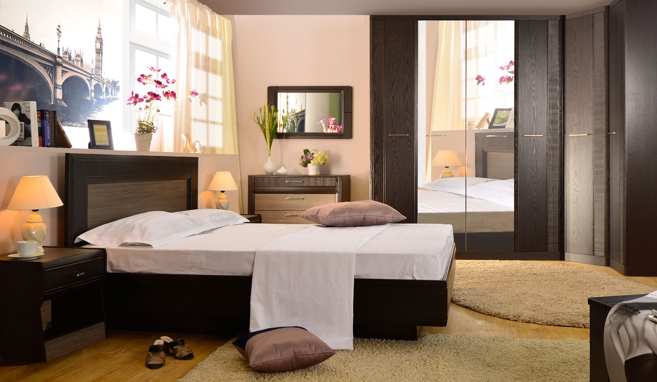 Шпонированная мебель венге в спальне