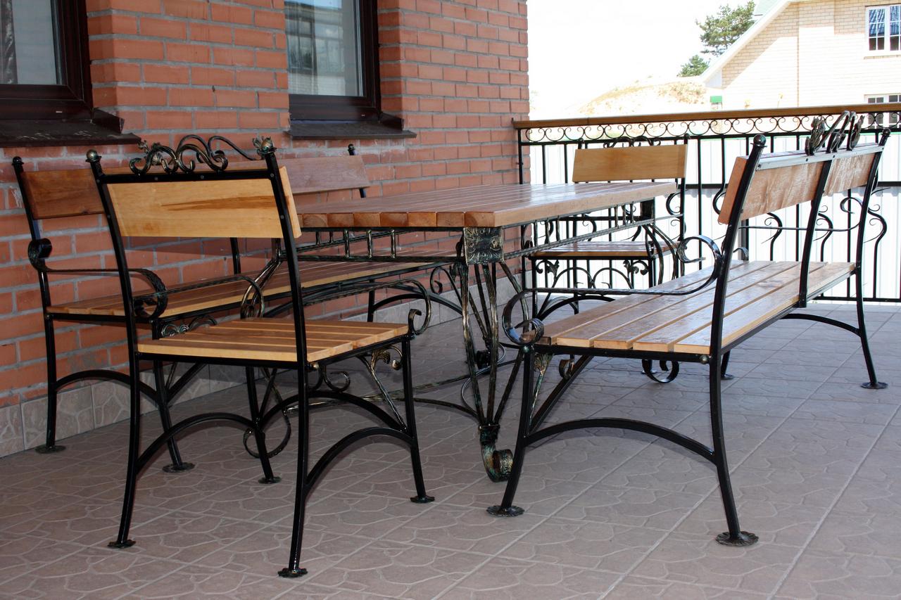 Стол со скамьей для сада