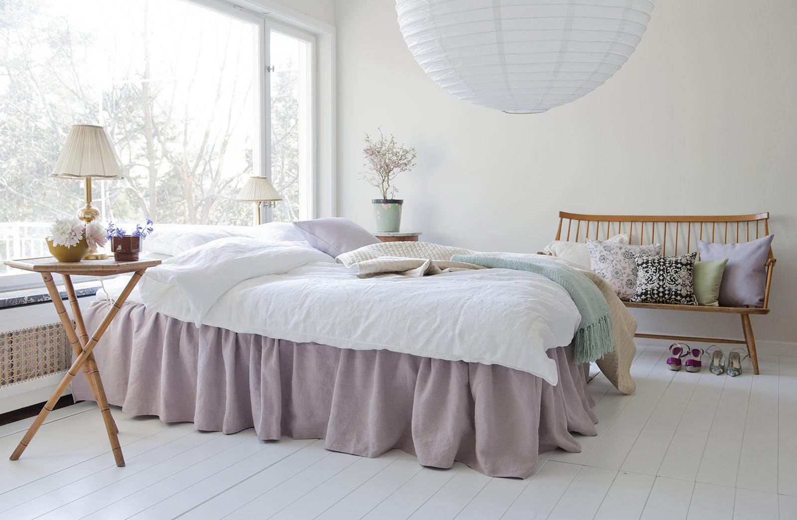 Реечная кровать в скандинавском стиле
