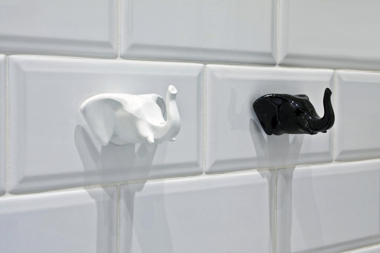 Крючки в виде слонов для ванной
