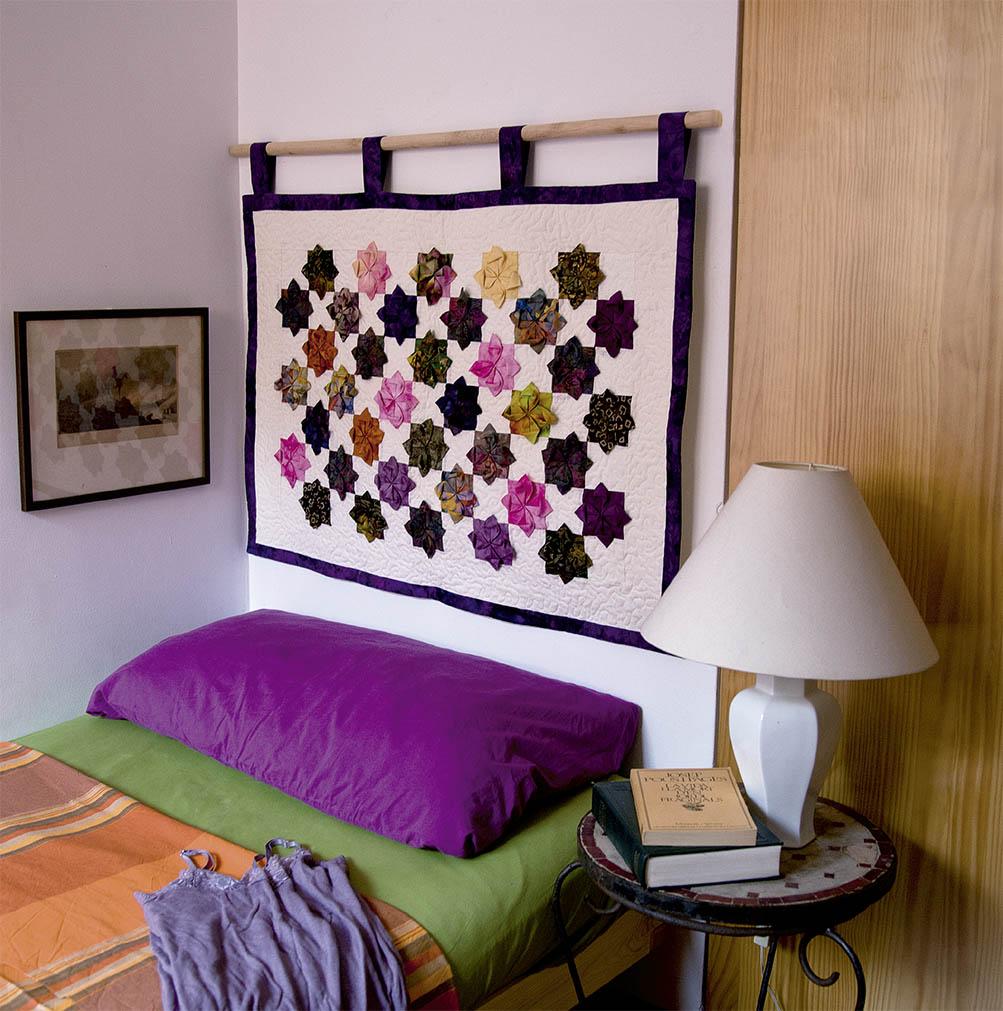 Картина из ткани в спальне