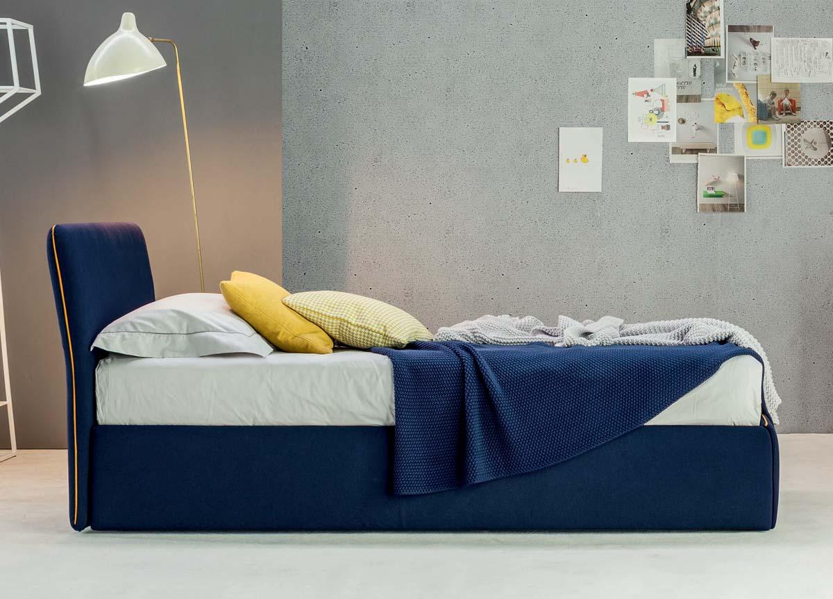 Синяя кровать со спинкой