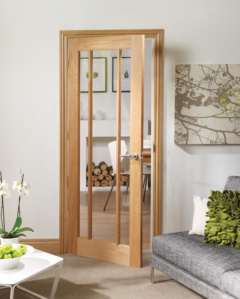 Межкомнатная дверь из дуба со стеклом